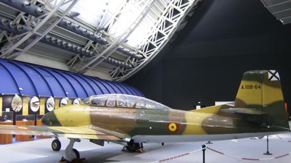 El Puerto de Huelva acoge una muestra sobre la historia de la Aviación Militar española