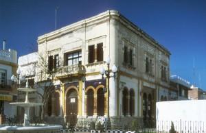 El Casino de Isla Cristina muestra la gran influencia de la arquitectura regionalista en la localdiad. / Foto: IAPH.