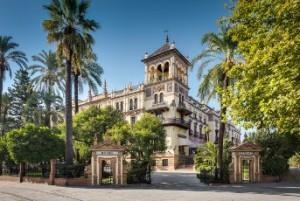 El centro histórico de Sevilla está plagado de ejemplos de arquitectura regionalista. / En la imagen, el Hotel Alfonso XIII de la capital hispalense.