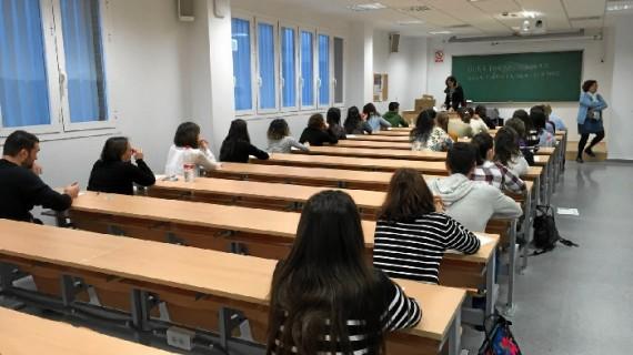 Un total de 1.361 personas se examinan este sábado en Huelva para optar a 1.481 plazas fijas de enfermería en centros del SAS