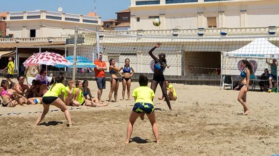 La playa de Isla Canela celebra con éxito la fase final provincial del Campeonato de Andalucía de Vóley Playa