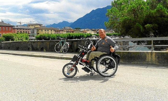 Carlos Sanchís inicia desde Huelva una ruta en solitario recorriendo Portugal por la costa en una bicicleta adaptada