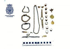 Un detenido por robas joyas en una vivienda.
