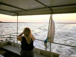 Travesía en barco para disfrutar del atardecer en la Ría de Huelva.
