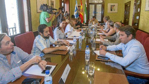 Abordados los avances para declarar Monumento Natural de Andalucía las laderas del Conquero y el resto de cabezos
