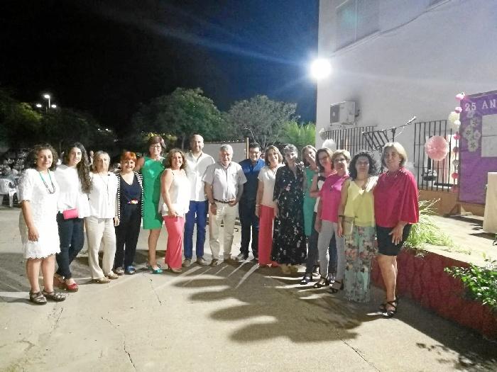 Directiva de la asociación y Corporación municipal del Ayuntamiento de Villarrasa.