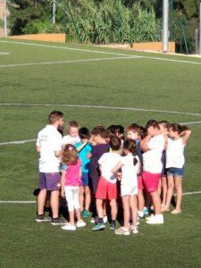 Decenas de niños participan en las actividades.