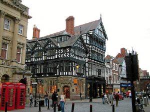 Disfrutó de una beca Erasmus en Chester.