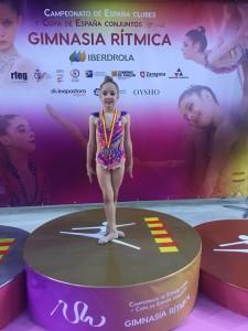 Adriana Morales, en el podio tras lograr el subcampeonato de España.