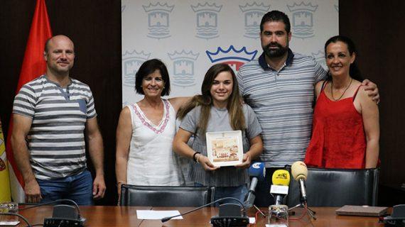 Merecido reconocimiento del Ayuntamiento de Cartaya a la joven luchadora local Natalia Pereda