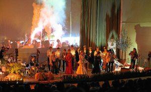 El compositor José León lleva a Palos su espectáculo 'Cien pisadas hasta la aldea'.