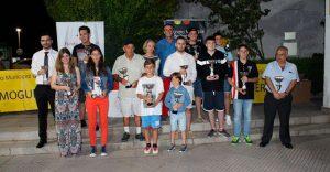 Los vencedores en las diversas categorías del torneo de ajedrez en Mazagón.