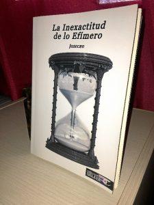 Portada de'La inexactitud de lo efímero', primer libro del escritor manzanillero.