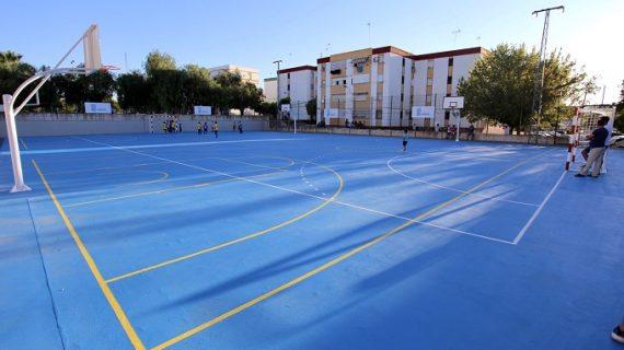 Las pistas deportivas de la plaza del Andévalo abren sus puertas tras 10 años en desuso