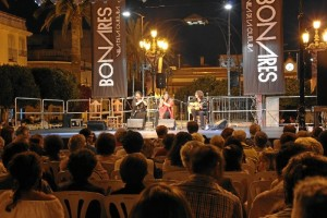 La actuación de Rafael Amargo congregó a un numeroso público en la Plaza España el pasado domingo.
