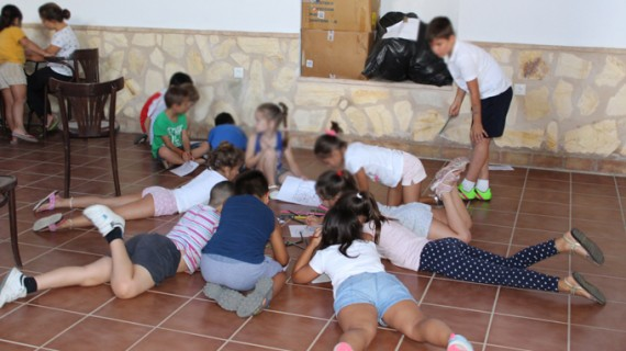 Un total de 80 niños aprenden y disfrutan en las Escuelas de Verano de Trigueros