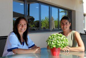 Olga García Donoso, directora de Orpea Aljaraque yTania Rivera, Terapeuta Ocupacional