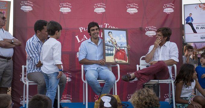 'El Juli' y Perera conversan en la Ría de Huelva con sus aficionados