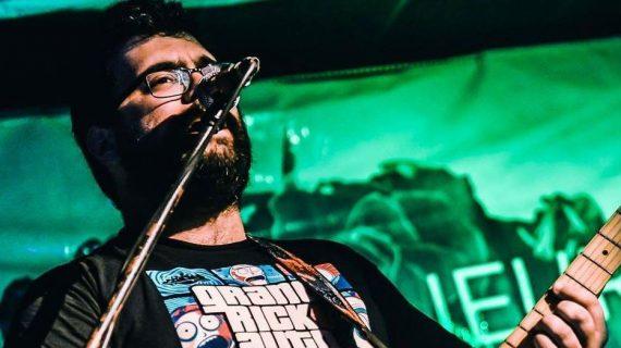 El músico onubense Alejandro Padilla apuesta por desarrollar su carrera en Reino Unido