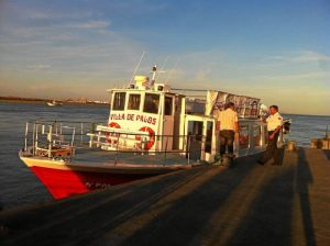 El barco 'Villa de Palos' tiene capacidad para un aforo de 70 personas.