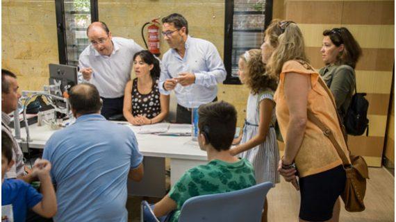Aguas de Huelva adapta sus oficinas a las personas con discapacidad auditiva