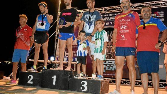Más de medio centenar de personas participaron en la carrera nocturna 'Playas de Punta Umbría'