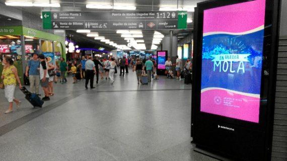 Huelva se promociona ante los miles de viajeros que pasan por las estaciones de AVE de Atocha y Santa Justa