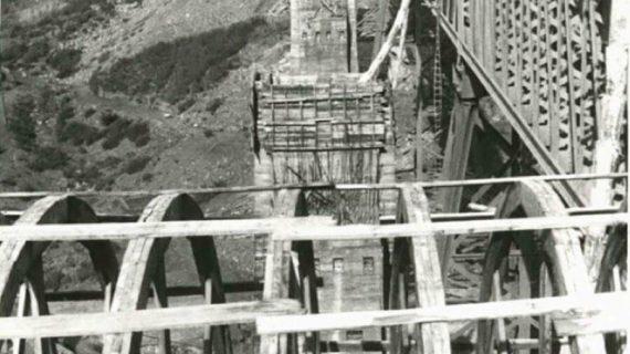 Construcción del puente de Alcolea en la década de los 50 del siglo XX