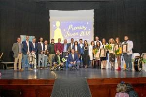 Inmaculada Iglesias, junto al resto de galardonados en los Premios Bollullos Joven 2018.