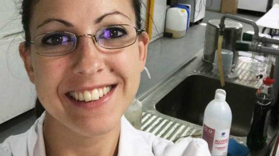 La química onubense Rocío Gallego, reconocida por su investigación sobre la fabricación de lubricantes con productos naturales