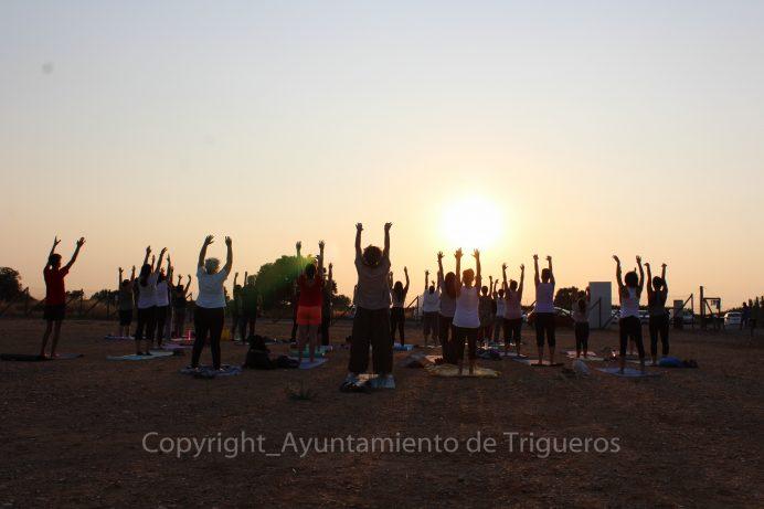 Despedida de lujo de 'Las Lunas de Soto' en Trigueros con un recital poético y una sesión de yoga