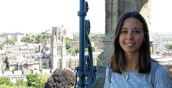 Ana Linares, una onubense que trabaja como asistente de laboratorio de microbiología en Bristol