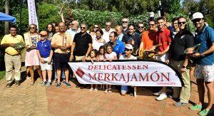 Los ganadores del torneo de golf celebrado en Isla Canela. / Foto: J. L. Rúa.