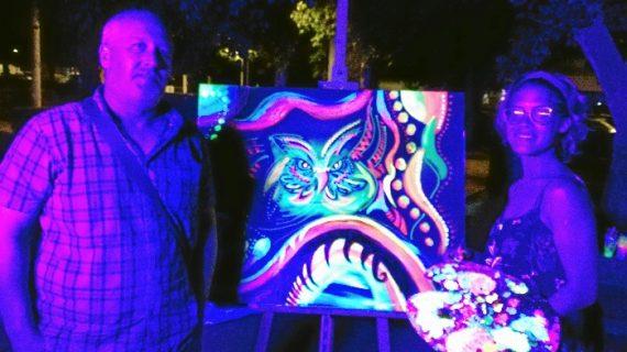 'La otra luz', un espectáculo de música y pintura deleita al público de La Palma del Condado
