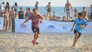 Un momento de uno de los partidos disputados en el XV Memorial 'Chico' en Punta Umbría.