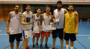 Formación del '¡Qué rico hijo!', campeón de la XXV Liga de Verano de baloncesto de Punta Umbría.