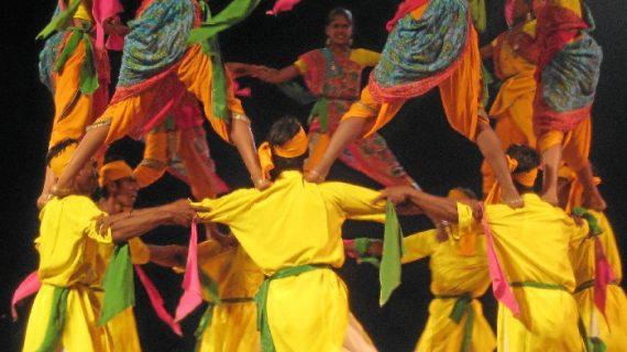 El Festival de Danzas de Villablanca llega a Bonares en las 'Noches de Verano'