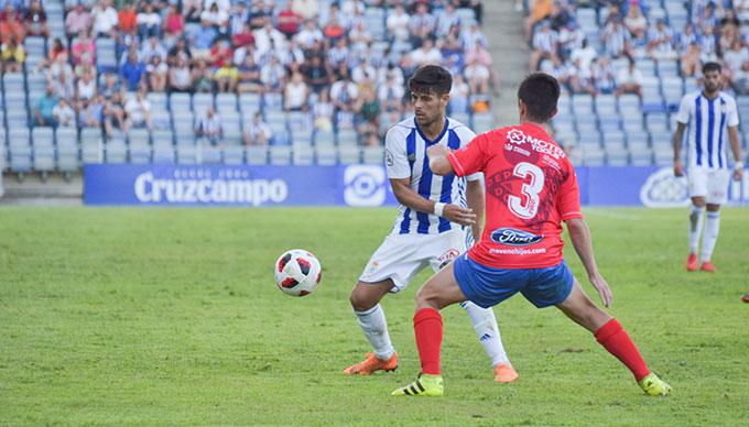 Carlos Martínez regresa a la convocatoria del Recre para el partido ante el Almería B. / Foto: Pablo Sayago.