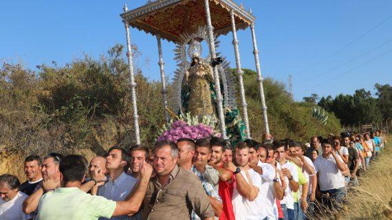 Multitudinario traslado de la Virgen de Montemayor a la parroquia de Moguer