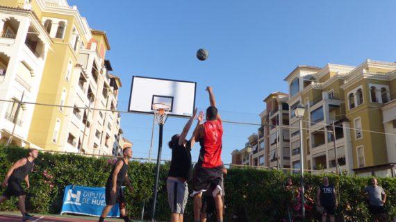 Punta del Moral acogió una nueva parada del Circuito Provincial 3×3 de Baloncesto