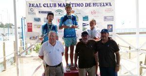 Los primeros clasificados en la prueba náutica celebrada este domingo.