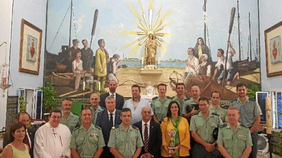 La Guardia Civil recibe la donación de una imagen de la Virgen del Pilar que será colocada en el Cuartel de El Rompido