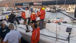 Ricardo Terrades celebra el triunfo en la Regata tras llegar a La Gomera, a bordo del Sirius VI.