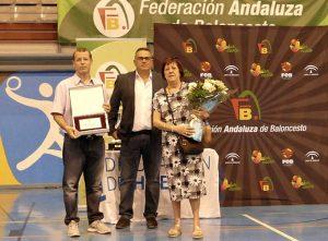 Momento del homenaje a la figura del periodista Manuel Ortíz Trixac 'Boby', recientemente fallecido. / Foto: @fabhuelva.