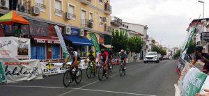 Pese a la amenaza de lluvia, 126 ciclistas se dieron cita en la prueba de Bollullos.