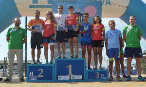 Los ganadores, masculinos y femeninos, en la prueba celebrada en Punta Umbría.