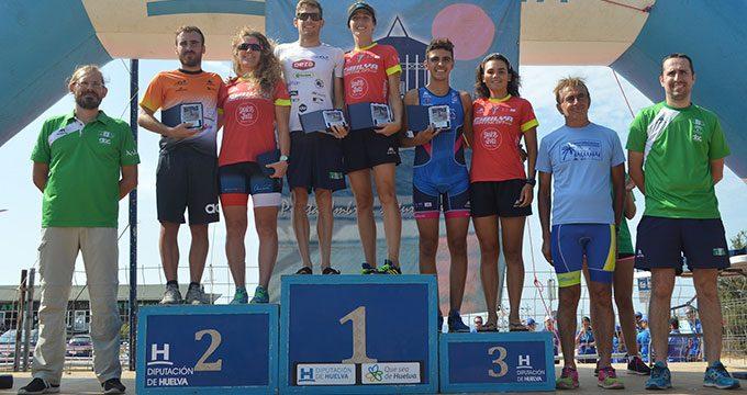 Camilo Puertas y Rocío Molas, vencedores del XVIII Triatlón 'Playas de Punta Umbría'