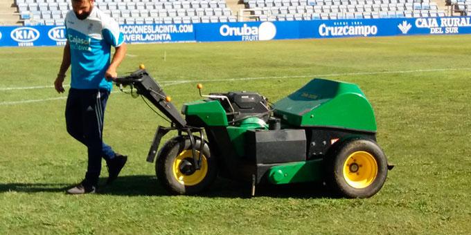 Es intención del club mejorar el estado del césped del Nuevo Colombino. / Foto: www.recreativohuelva.com.