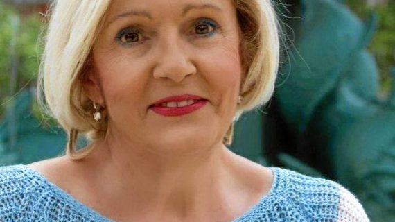La poetisa onubense Carmen Vázquez presenta su segundo libro 'Sentir de Mujer'