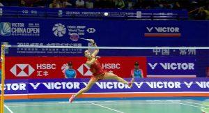 Carolina Marín en acción durante el partido semifinal ante Okuhara. / Foto: Captura TV.